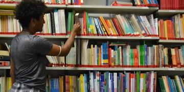 Bald nur noch aus Büchern Sprachen lernen? Die Kurse am ZSL sind deutlich teurer. Foto: Hannah Steckelberg.