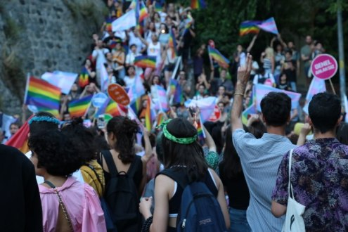 Gewalt gegen Pride Parade
