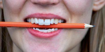 Man kann keinen Stift zwischen den Zähnen halten und dabei nicht lachen. Foto: Till Gonser