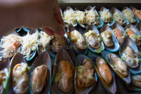 Baked Mussels With Cheesy Garlic Butter Topping 13