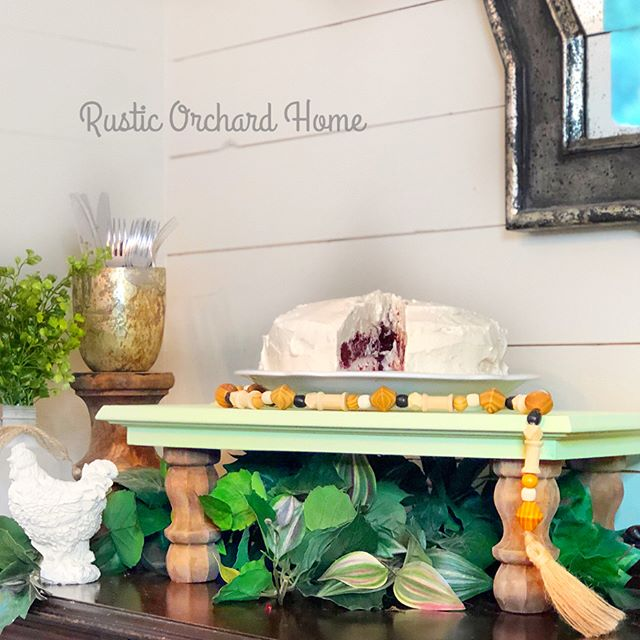 Dixie Belle is my go-to for all of my projects - including this adorable Repurposed Cabinet Door Farmhouse Tray! This is the most amazing DIY home decor product and it's so easy to use! #rusticorchardhome #dixiebelle #chalkpaint #farmhousetray #homedecordiy #diyhomedecor