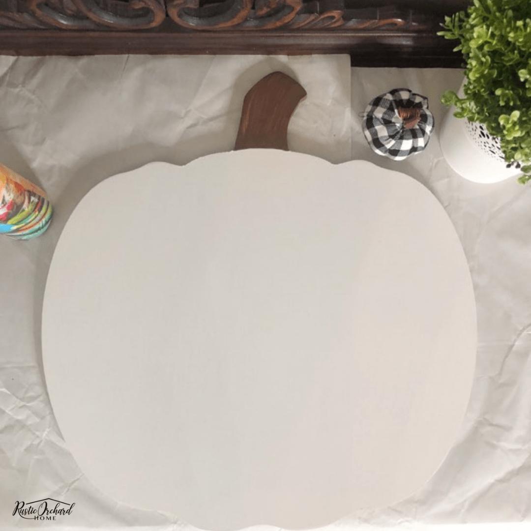 Learn how to make your own Hello Fall Pumpkin Door Hanger with this super easy Fall DIY home decor tutorial. #rusticorchardhome #hellofall #pumpkindoorhanger #diyfallhomedecor #fallfarmhomediy