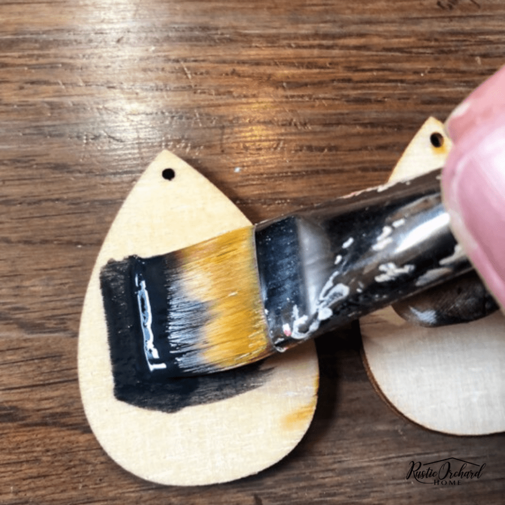 Make your own DIY Wood Earrings using Chalk Couture. These are great handmade gifts for Mother's Day! #rusticorchardhome #diywoodearrings #handmadegift #mothersday #chalkcouture