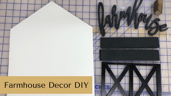 Make your own Farmhouse Decor with this farmhouse decor DIY project!! Get the tutorial on the blog now! #farmhousedecordiy #farmhousehomedecor #homedecordiy #farmhousehomedecorideas #farmhousedecoronabudget