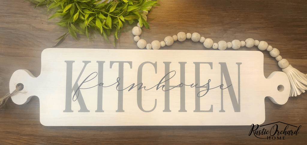 Make a farmhouse kitchen sign with this simple tutorial. #rusticorchardhome #farmhousekitchen #diyfarmhousedecor #farmhousedecordiy #farmhousesign