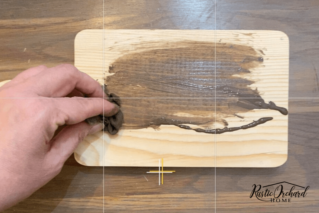 Make your own DIY Wood Riser! Get details on 4 paint techniques that will make your wood risers match your farmhouse style. #rusticorchardhome #woodriser #woodtray #DIYfarmhousedecor #farmhousecraft