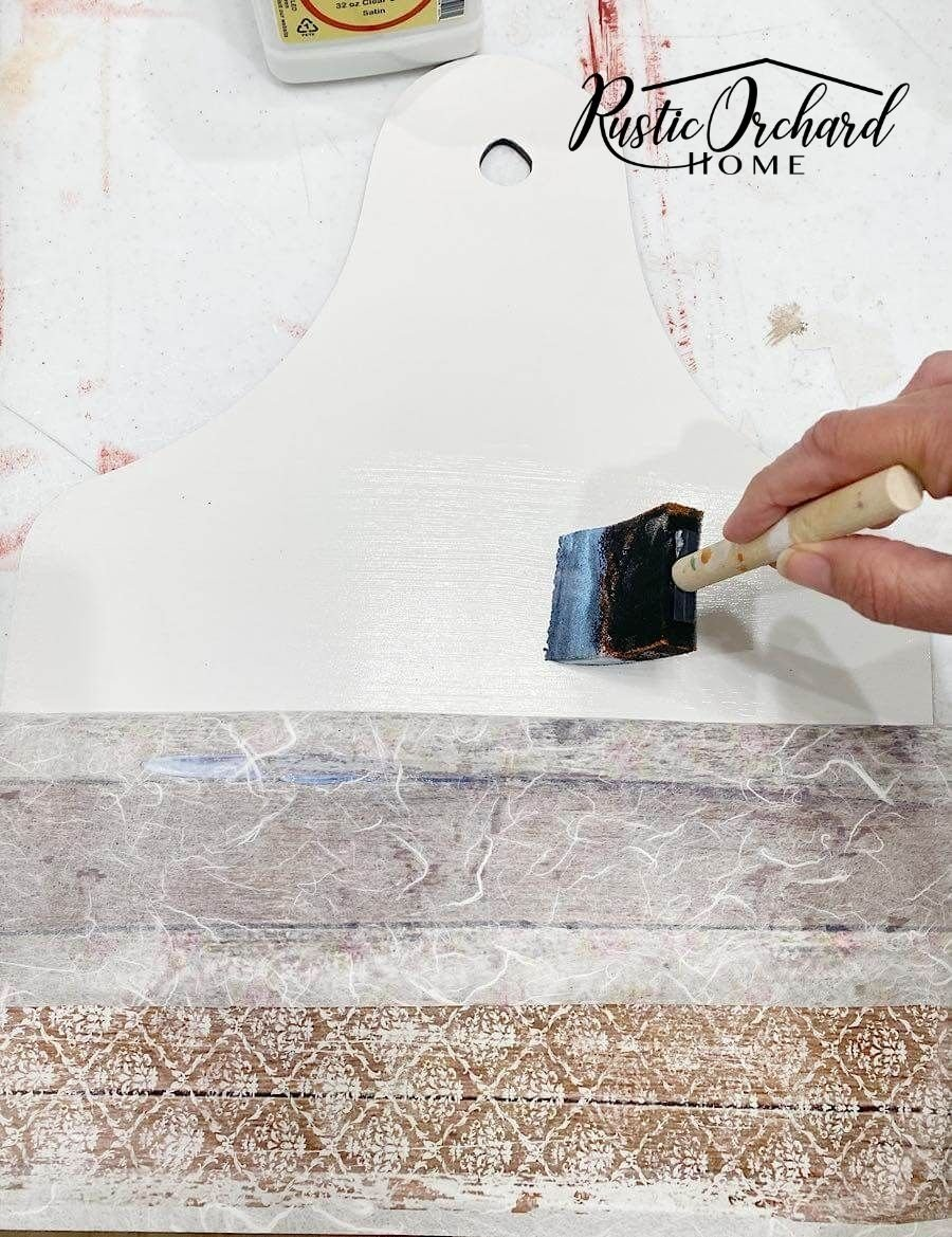 Make your own DIY Farmhouse Style Decoupaged Kitchen Décor with this budget friendly crafting tutorial.