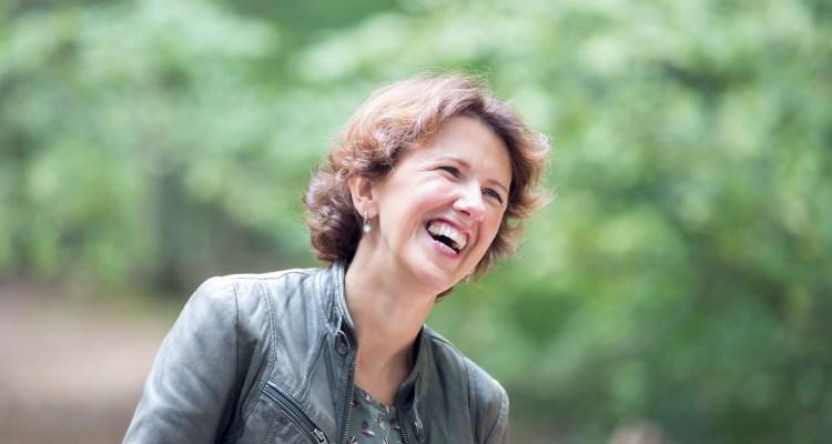 Wendela van Beek - lachen in de natuur - Happy attack - Rust in mijn hoofd coaching Wendela van Beek