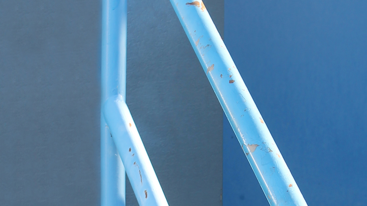 How to repaint a rusted handrail