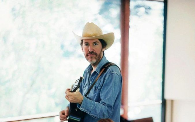 dave_rawlings_hat_guitar_room_windows_13983_3840x2400