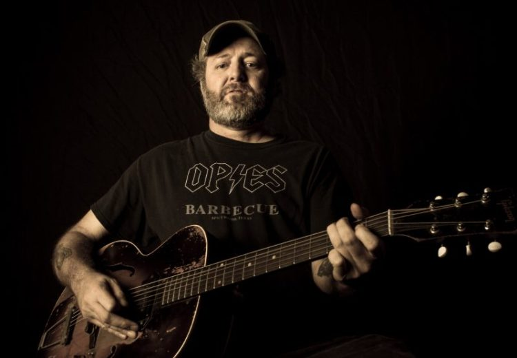 Ponte un Blues - Página 17 Scott_H_Biram_Horiz_Promo_Photo_by_Christopher_Cardoza