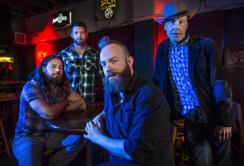 Blues en la encrucijada: Dustin Arbuckle and The Damnations, buenas noticias desde Kansas