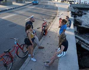 talking about bikes in malecon