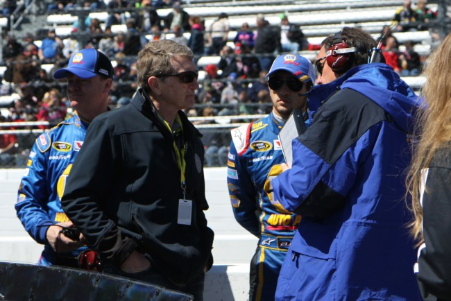 Chase Elliot and his father, Bill Elliot, talk with MRN before the race.