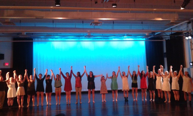 The dancers take the final bows.
