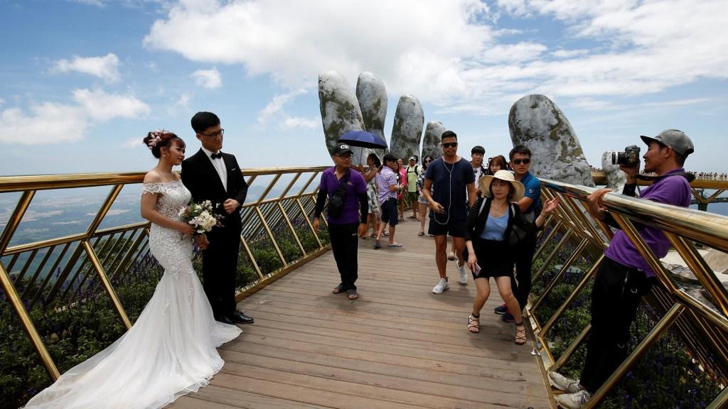 Puente de Oro -Vietnam - Manos de Dioses