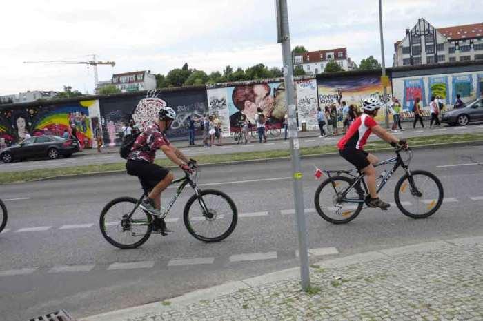Viajes en bici por Europa Muro de Berlín