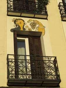 Dibujos de Mingote en la Calle Duque de Osuna (8)