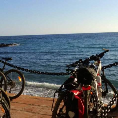vacaciones-en-bici-junto al mar-en-costa-tropical-rutas-pangea