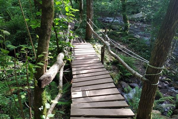 Puente de madera previo a cascada de Xorroxin