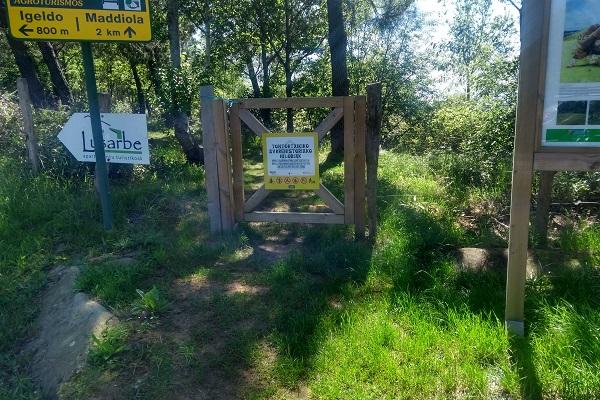 Valla a cruzar con dirección a los túmulos de Tontortxiki