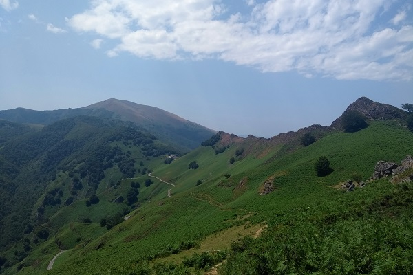 Último cordal montañoso con Izpegi al fondo