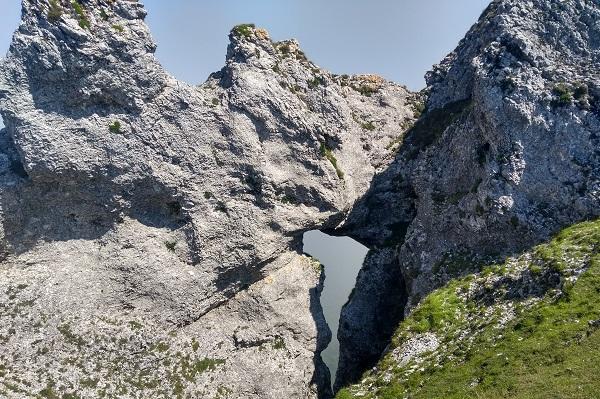 Ojo en la montaña