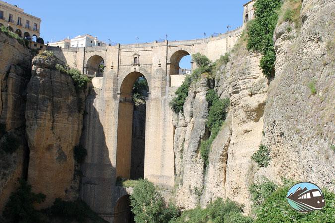 Foto del puente de Ronda para viajeros intrépidos