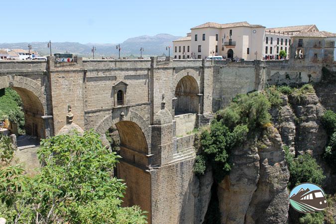 Foto del puente de Ronda de los turistas