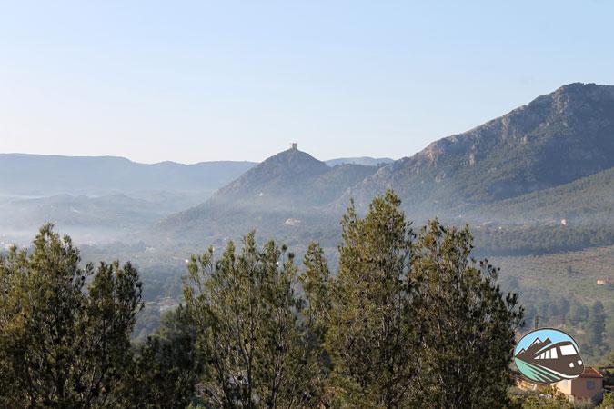 El Castillo de Cocentaina en la niebla – Sierra Mariola