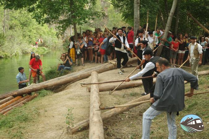 Arrantrando los troncos - Fiesta de los Gancheros
