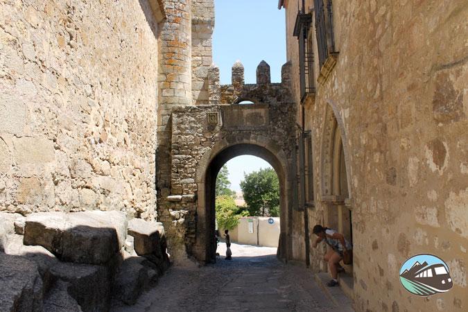 Puerta de Santiago - Trujillo