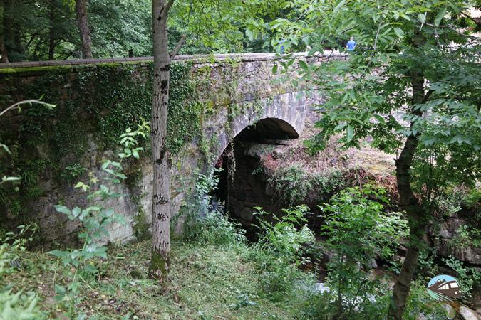 Puente de piedra - Bárcena Mayor