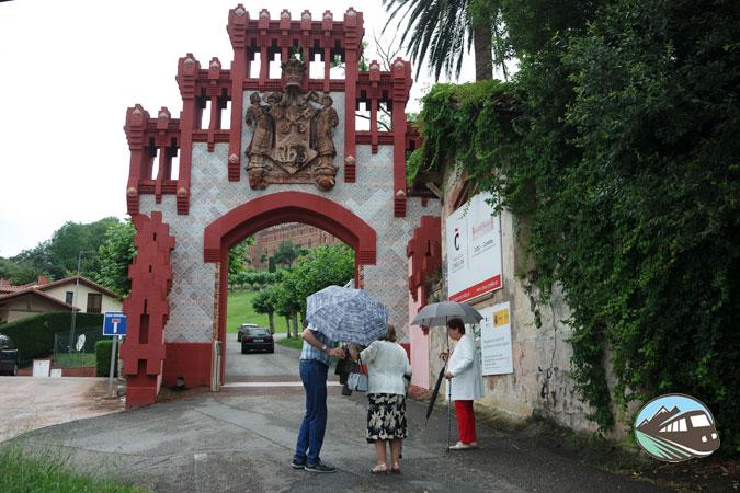 Puerta de la Pontificia