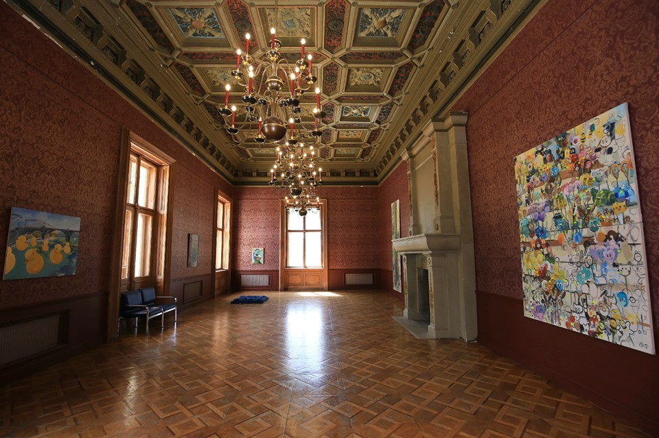 painting exhibition in red manor hall