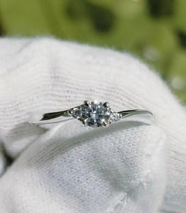 婚約指輪 エンゲージリング(ひねり+サイドメレ)