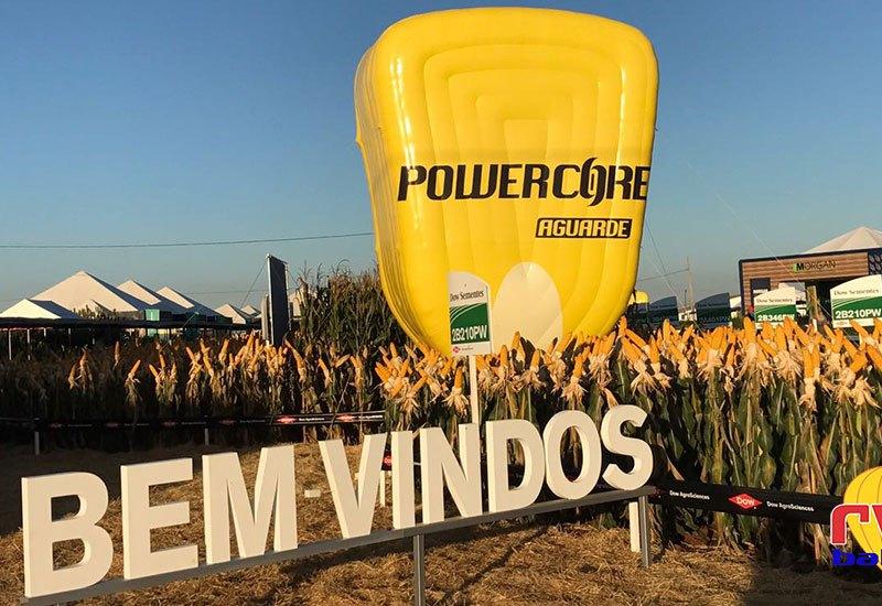 Balão inflável PowerCore na plantação de milho
