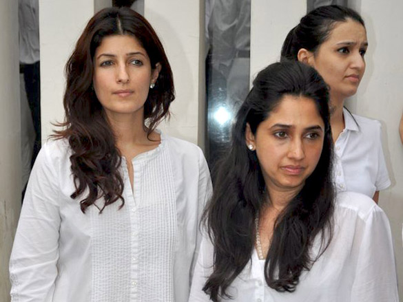 https://upload.wikimedia.org/wikipedia/commons/b/b5/Rinkie_khanna_twinkle_khanna.jpg