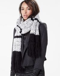 Black and white knit scarf | RW&CO.