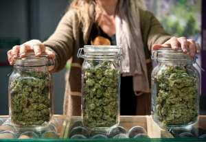 Illinois opioid swap woman selling from jars of bud