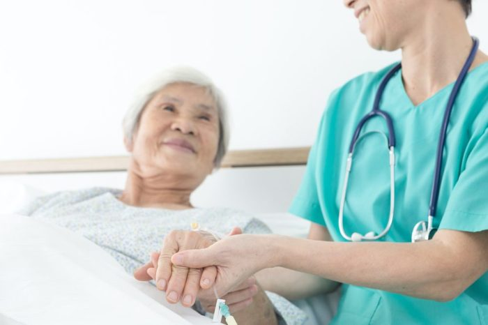 no chemo for this older adult in palliative care meeting with a doctor