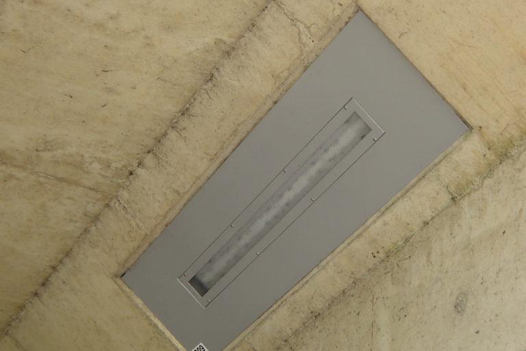 Vandaalbestendige verlichting en armaturen van RXLight in een tunnel in Arnhem.