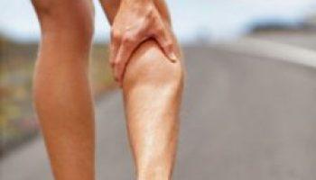 Forte dolore muscolare al polpaccio dopo la corsa, dolore al ginocchio...