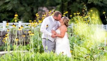 Kiss in the garden flowers Wildberry Farm
