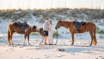 Kiss after private horseback ride on the beach - Inlet Point Plantation - Little River