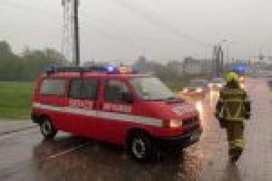 Oberwanie chmury nad Rybnikiem. Zalane ulice i piwnice. Strażacy mają mnóstwo roboty (wideo), Rybnik i okolice-Informacje drogowe 24H