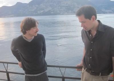 Alberto e Luigi in terrazza, fra loro è presente il signor Cigno.