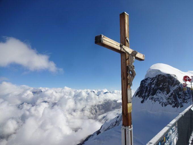 十字架と雲海
