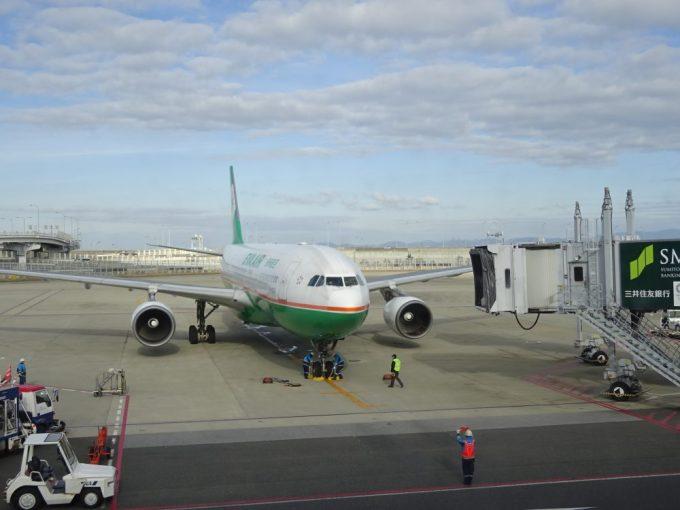 利用する航空会社はエバー航空