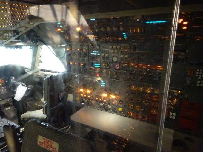 ジャンボジェット機のコックピット見学
